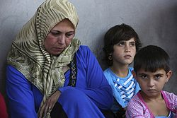 Syrian-refugee-and-daughters